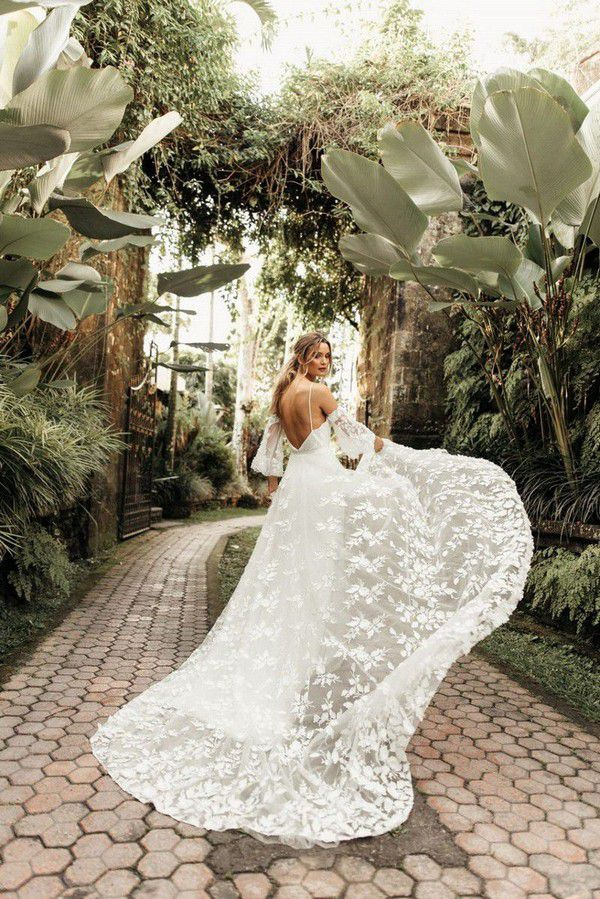 https://onefabday.com/wp-content/uploads/2018/08/Tara-Lauren-wedding-dresses-Beau-Bride-wedding-dresses-the-best-wedding-dress-boutiques-in-Ireland-1.jpg