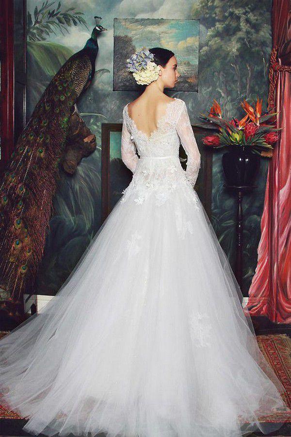 https://onefabday.com/wp-content/uploads/2015/04/Kobus-Dippenaar-Anna-Georgina-2015-Jade-Wedding-Dress-Back-Detail.jpg