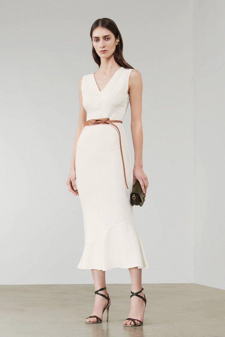https://www.fashion-woman.com/gallery/debyutnaya-kollekciya-svadebnyh-platev-viktorii-bekhem/debyutnaya-kollekciya-svadebnyh-platev-viktorii-bekhem_876159tf.jpg