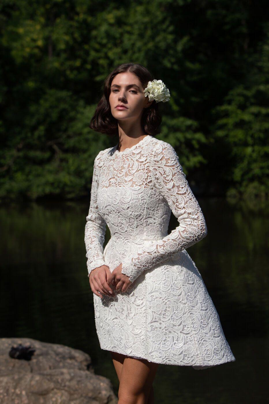 https://www.weddingmagazine.com.ua/wp-content/uploads/2021/09/giambattista-valli-bridal-2021-collection-5.jpeg