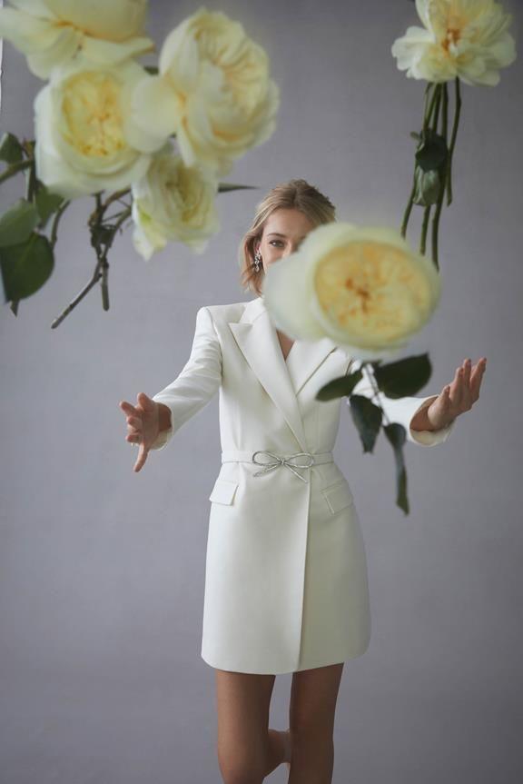 https://www.weddingmagazine.com.ua/wp-content/uploads/2021/04/oscar-de-la-renta-bridal-spring-2022-3.jpeg