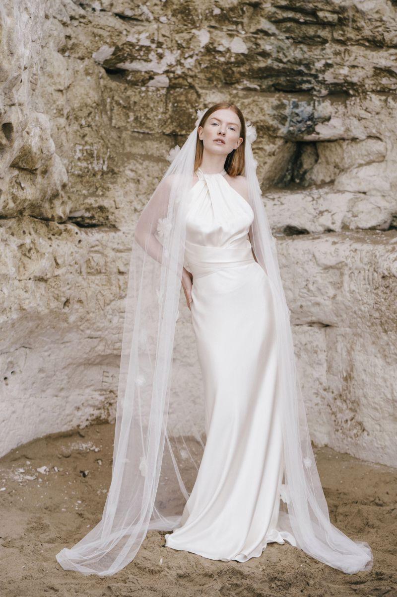 https://www.weddingmagazine.com.ua/wp-content/uploads/2021/05/halfpenny-london-bridal-spring-summer-2022-7.jpeg