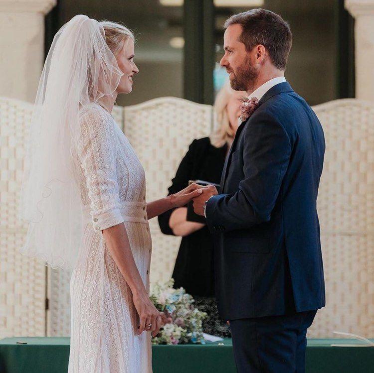 https://www.weddingmagazine.com.ua/wp-content/uploads/2021/07/lara-stone-wedding-3.jpg