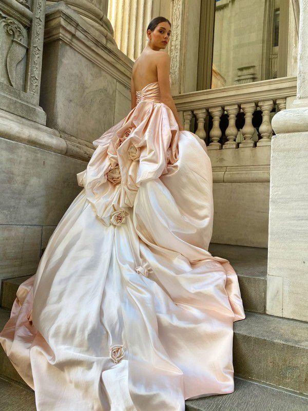 https://fashionista.com/.image/c_limit%2Ccs_srgb%2Cfl_progressive%2Ch_2000%2Cq_auto:good%2Cw_2000/MTgwMzM1NTI1ODcyMzQ2MjYy/monique-lhuillier-spring-2022-bridal-wedding-dress-rose.jpg