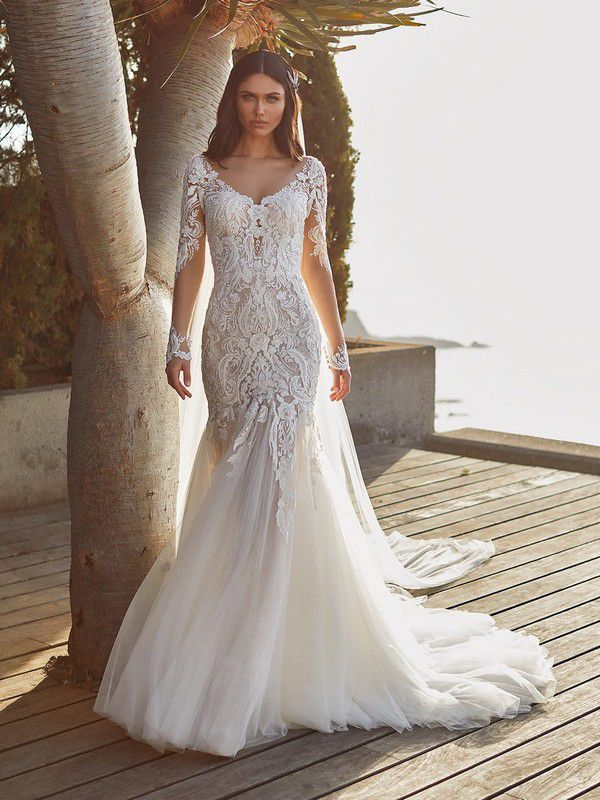 https://www.pronovias.com/media/catalog/product/c/y/cypress_b_ouqbehrlvcginzro.jpg?quality=80&bg-color=255,255,255&fit=bounds&height=1200&width=900&canvas=900:1200
