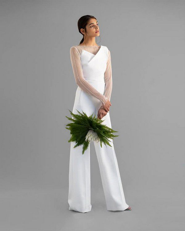 https://cdn0.weddingwire.com/articles/images/9/0/4/6/img_16409/8-sustainable-wedding-dress.jpg
