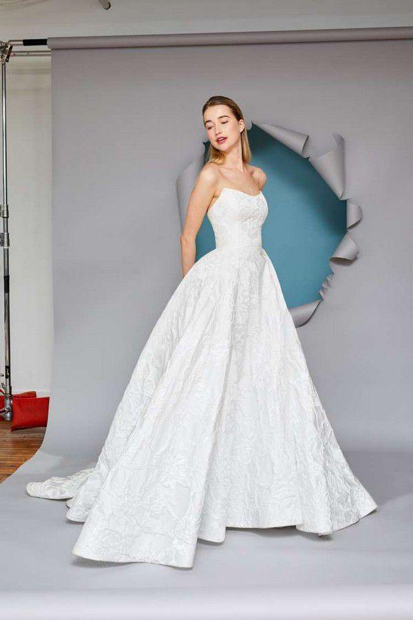 https://imagesawe.s3.amazonaws.com/styles/max750/s3/albums/2021/04/28/gracy_accad_2022_wedding_dresses_13.jpg?itok=1PKZaayq
