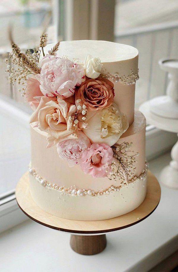 https://www.elegantweddinginvites.com/wedding-blog/wp-content/uploads/2020/09/elegant-flowers-spring-and-summer-wedding-cake-with-pearls-669x1024.jpg