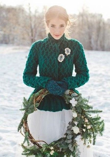 https://i.weddingomania.com/2018/10/06-an-emerald-jacket-and-matching-knit-mittens-in-forest-green-for-a-colorful-touch-in-the-neutral-bridal-look.jpg