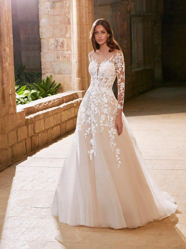 https://cdn0.hitched.co.uk/articles/images/1/9/6/4/img_84691/etoile-wedding-dresses-arabelle-from-the-front.jpg