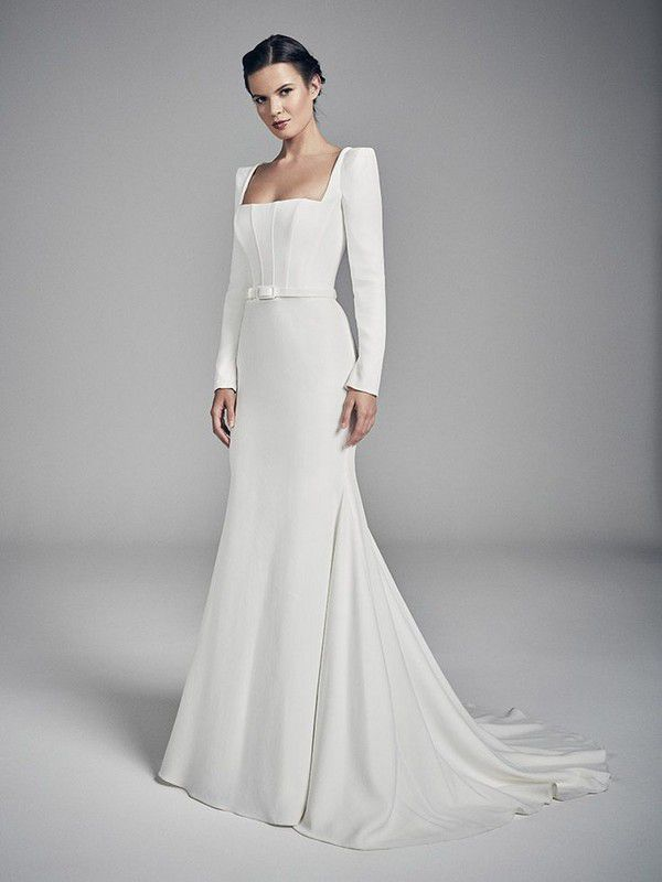 https://onefabday.com/wp-content/uploads/2020/07/09181434/amber-wedding-dresses-uk-suzanne-neville-flores-collection-2020-735x980-1.jpg