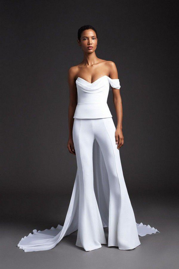 https://hips.hearstapps.com/hmg-prod.s3.amazonaws.com/images/hbz-winter-wedding-dresses-cushnie-new-york-bridal-spring-2020-00007-1566406981.jpg?crop=1xw:1xh;center,top&resize=980:*