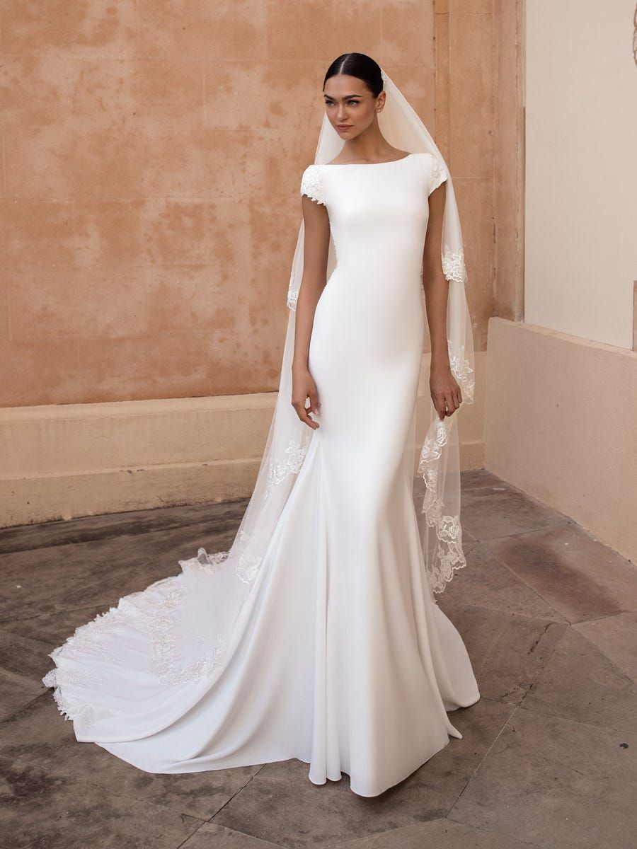 https://www.pronovias.com/media/catalog/product/a/n/anitra_b_akizqkmhipbllrdd.jpg?quality=80&bg-color=255,255,255&fit=bounds&height=1200&width=900&canvas=900:1200