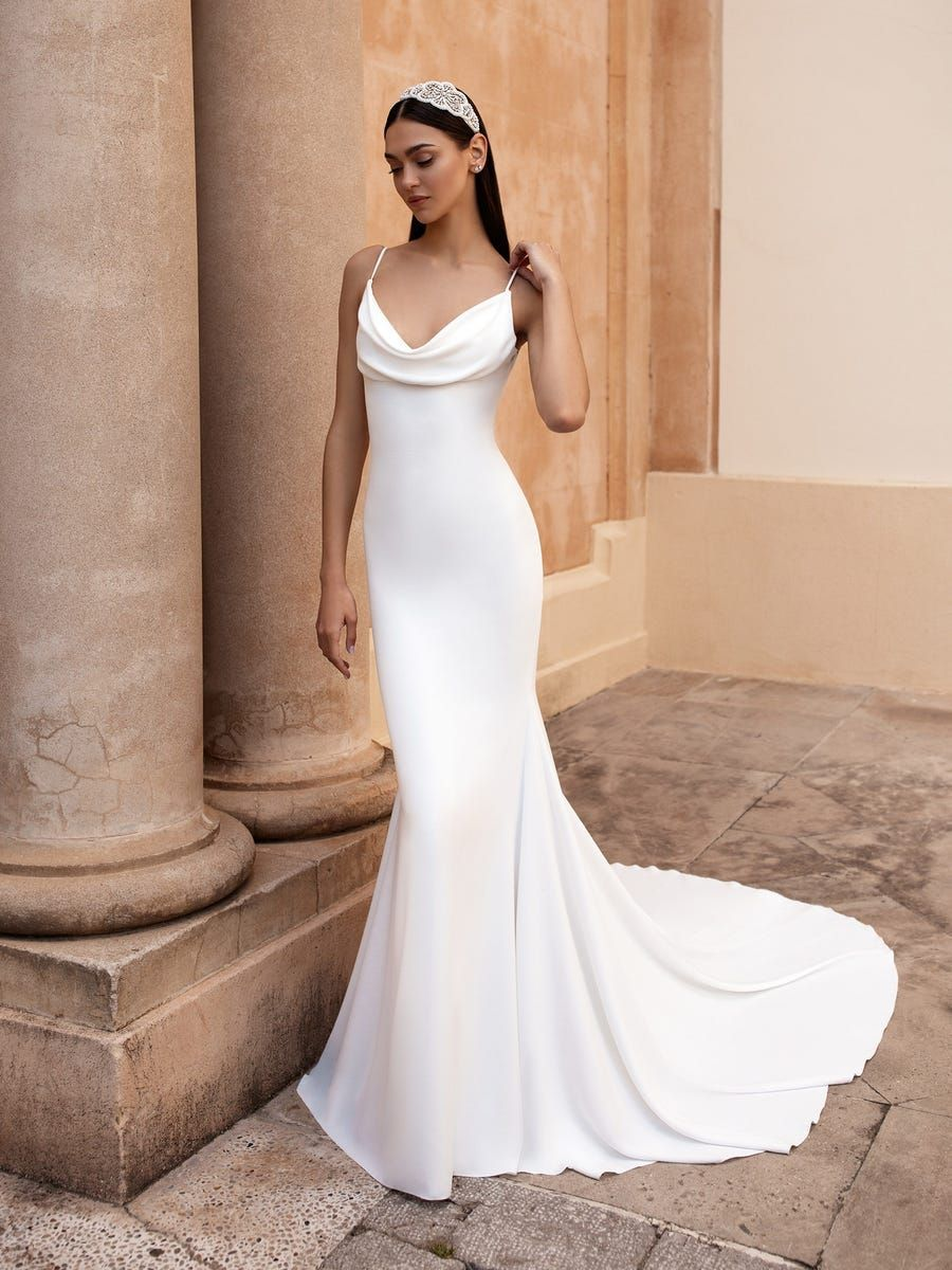 https://www.pronovias.com/media/catalog/product/a/n/antiope_b_ob0xwo0v5r3dbvab.jpg?quality=80&bg-color=255,255,255&fit=bounds&height=1200&width=900&canvas=900:1200