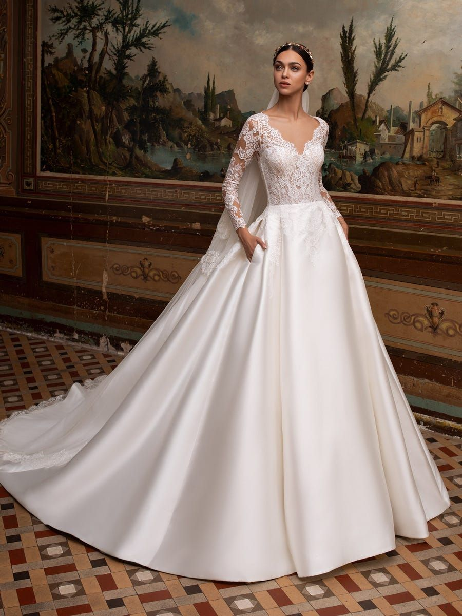 https://www.pronovias.com/media/catalog/product/a/l/albion_b_rm0oh04ohsizi80l.jpg?quality=80&bg-color=255,255,255&fit=bounds&height=1200&width=900&canvas=900:1200