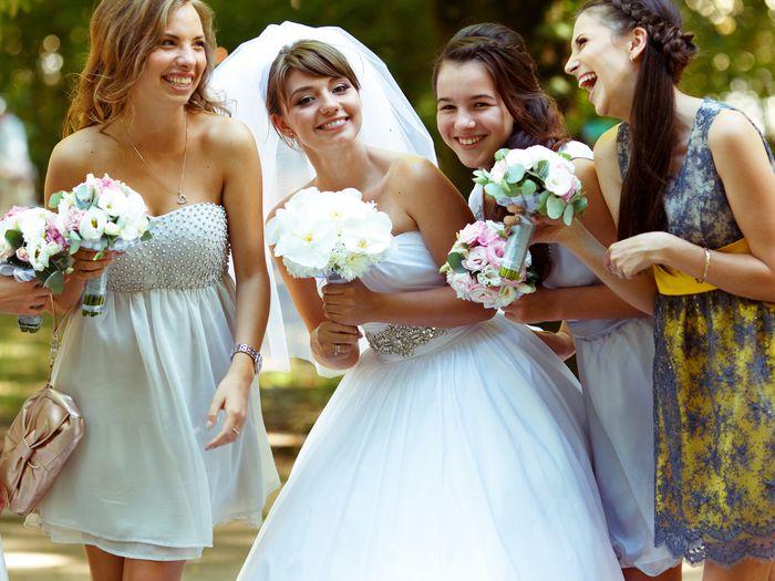 A woman shamed a wedding guest for wearing an 'absurdly short dress'